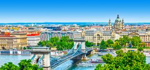 Bovenaanzicht van Budapest met de brug en rivier