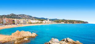 Kust met strand en zee aan de Costa Brava