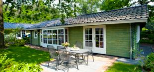Groen vakantiehuisje van Droomparken Maasduinen