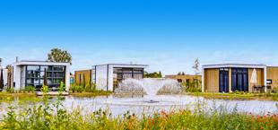 Drie luxe vakantievilla's aan het water van Droomparken Marina Strandbad