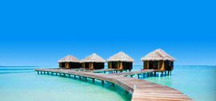 Waterhuisjes in de zee op de Malediven