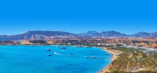 Kustlijn met strand, zee en bergen in Sharm el-Sheikh