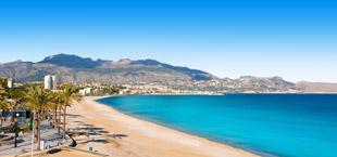 Strand Altea met palmbomen in Alicante