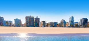 De kust met het strand in Valencia