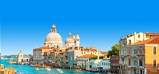 Rivier omringd door huisjes in Venetië