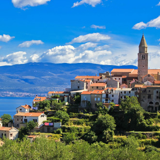 De Adriatische stad van Vrbnik, Kroatie