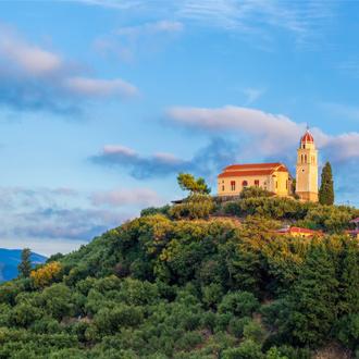 Agios Nicolaos kerk op de top van een heuvel op Zakynthos, Griekenland
