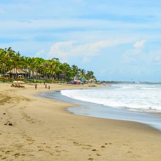 Uitzicht over Petitenget strand in Seminyak op Bali, Indonesie