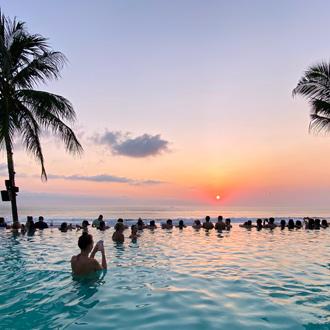 Het zwembad in Seminyak op Bali in Indonesie