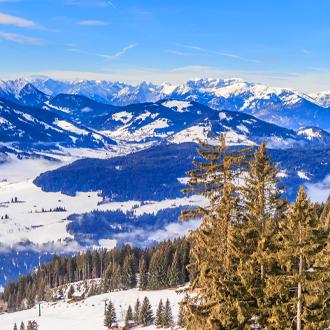 Bergen-met-sneeuw-in-de-winter-Soll-Tirol-Oostenrijk