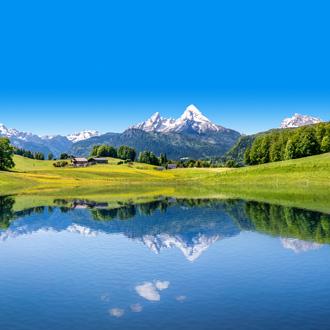 Besneeuwde bergtoppen Oostenrijkse Alpen en meer