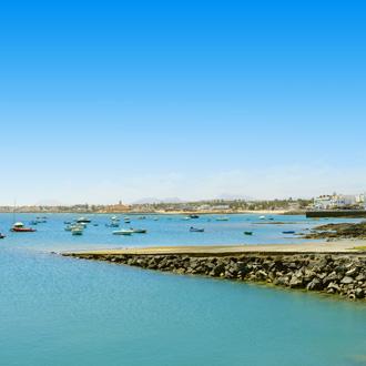 Boten in de haven van Corralejo op Fuerteventura