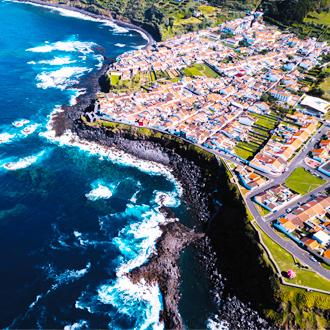 Bovenaanzicht-van-de-kust-van-San-Miguel-Azoren-Portugal