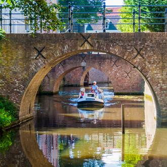 Bruggen over het kanaal in sHertogenbosch Nederland