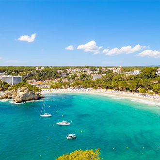 Gala Galdana, een populair strand op Menorca, Spanje