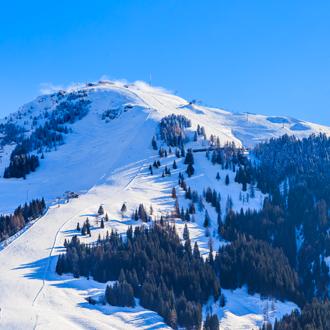 De-skiberg-Hohe-Salve-met-sneeuw-in-de-winter-Soll-Tirol-Oostenrijk