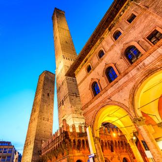De-twee-torens-van-Bologna-Italië