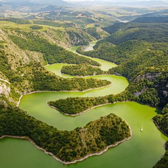 Drone foto van Uvac rivier in Servie