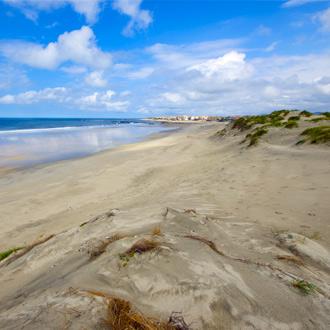 De duinen en het strand van Esposende in Portugal