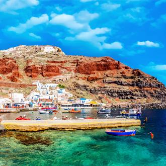 Foto van dorpje aan de kust in Santorini, Griekenland