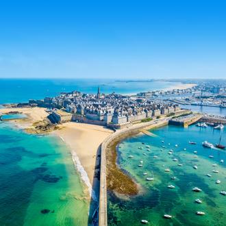 Uitzicht op de stad Saint-Malo aan het noorden van Bretagne, Frankrijk