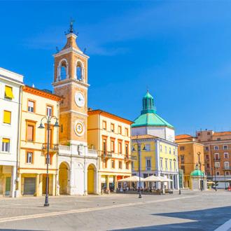 Gekleurde gebouwen in Emilia Romagna, Italie