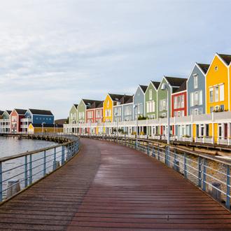 huizen gekleurd houten