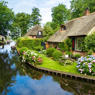 Riviertje met huisjes in Giethoorn