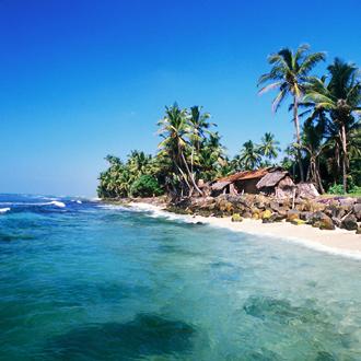 Golven en strand, in Hikkaduwa, Sri-Lanka