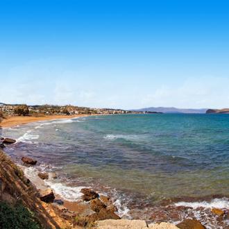 De zee in het Griekse dorpje Agia Marina