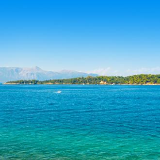 Lazaretto eiland voor de kust van Dassia in Griekenland