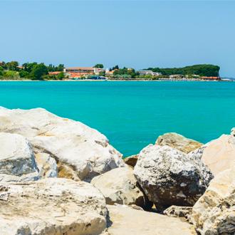 Panoramazicht over de kust van Acharavi op Corfu