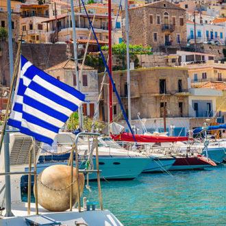 Bootjes die aanmeren in de havenstad Kos-stad