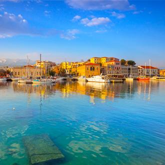De oude haven van Chania op Kreta in Griekenland