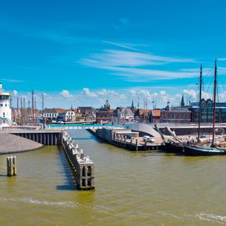 Uitzicht op de haven van Harlingen in Friesland, Nederland