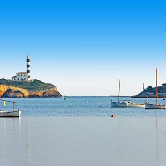 Vuurtoren met zee van Porto Colom