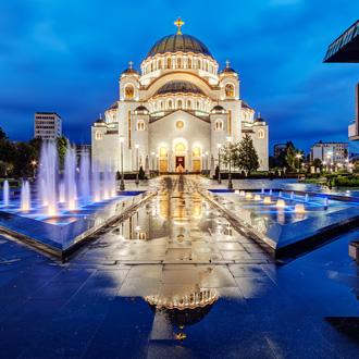 Heilige tempel met fontein in Belgrado, Servie