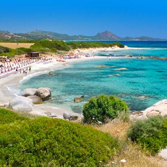 Helder-water-met-wit-strand-Costa-Rei-strand-Sardinie-Italy