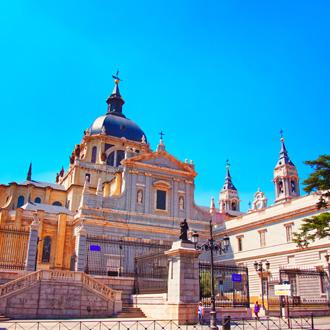 Het Almudena kathedraal in Madrid, Spanje