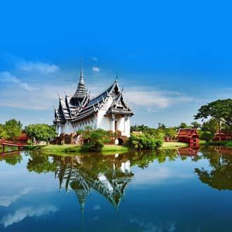 Sanphet Prasat Palace met water en bomen Bangkok