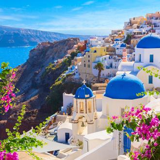 Het dorpje Oia in Santorini met witte huisjes en kerkjes, Santorini
