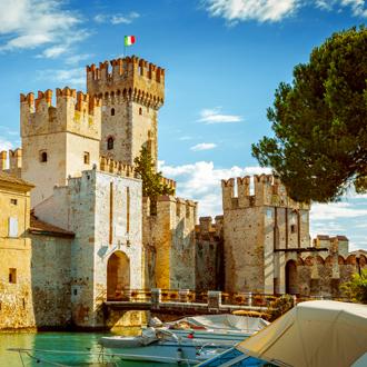 Het kasteel van Rocca Scaligera in Sirmione, Gardameer, Italie