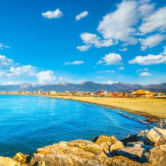Het strand van Viareggio