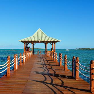 Een houten brug in Mahebourg, zuidkust van Mauritius
