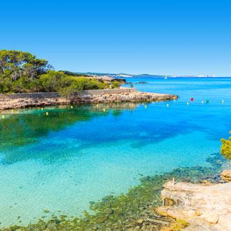 Uitzicht van een baai in Cala Gracio