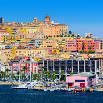 Kustlijn van Cagliari in Sardinië aan de Middellandse Zee