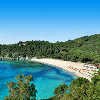 Het strand van Marina di Campo op het eiland Elba