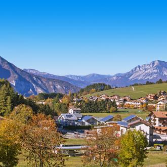Huisjes in de bergen van Trentino in Italie