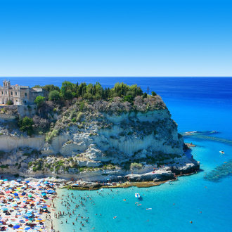 Het strand en de peninsola van Tropea, Italie