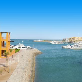 Jachthaven met boten bij El Gouna bij Egypte